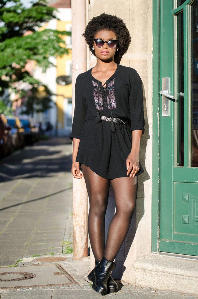 black-dress-black-glasses-afro_mini