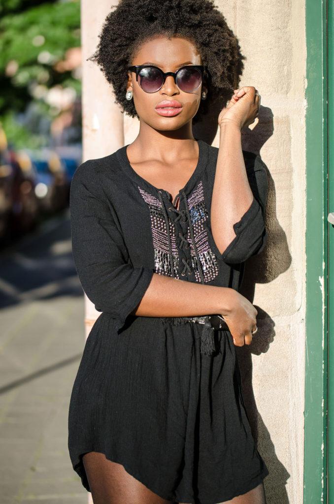 black-dress-black-glasses_mini