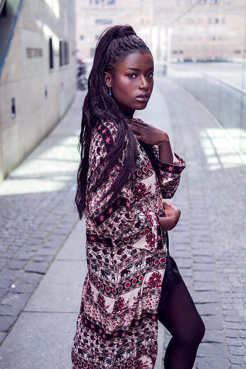 Outfit mit gemustertem Kimono